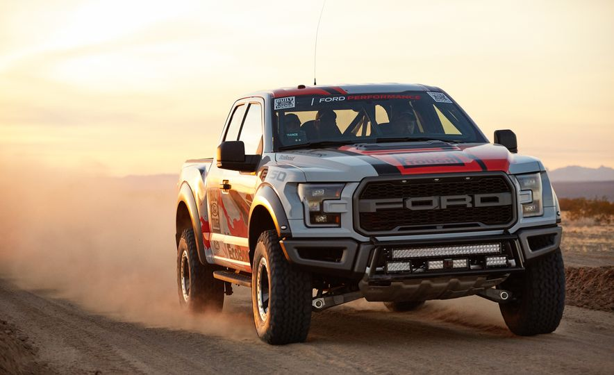 2017 Ford F-150 Raptor race truck - Slide 1