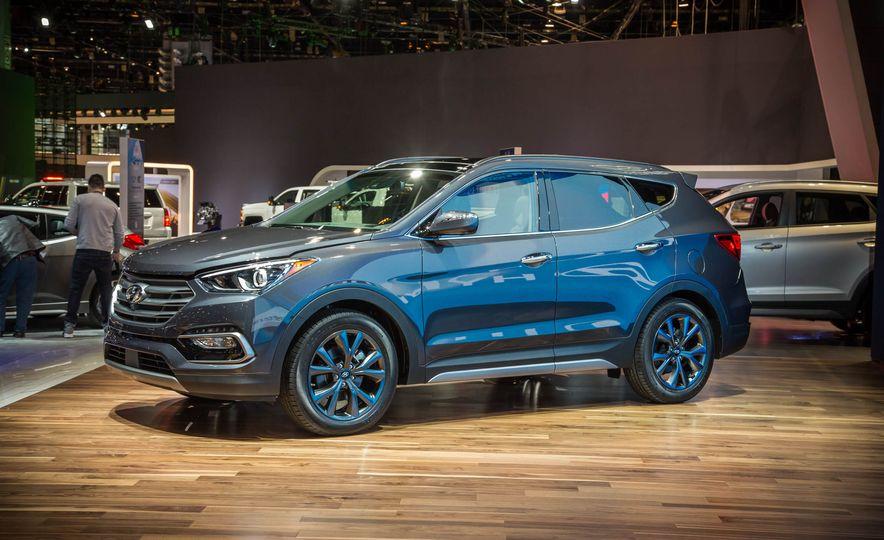 2017 Hyundai Santa Fe Sport - Slide 3