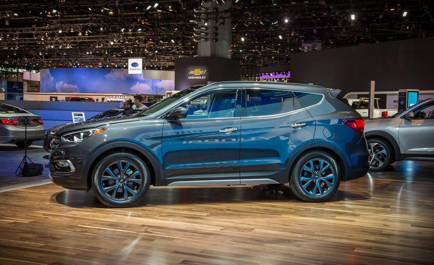 2017 Hyundai Santa Fe Sport - Slide 4