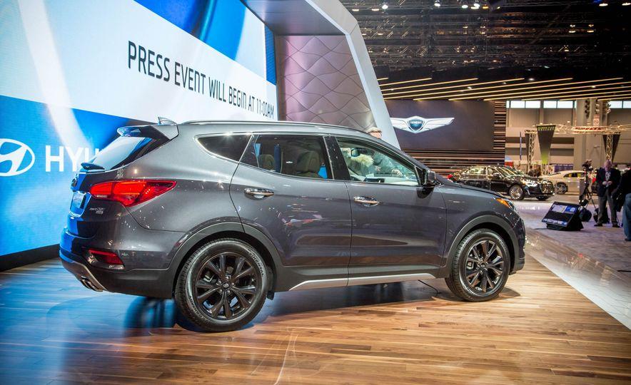 2017 Hyundai Santa Fe Sport - Slide 5