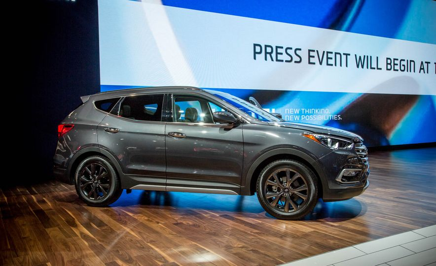 2017 Hyundai Santa Fe Sport - Slide 7