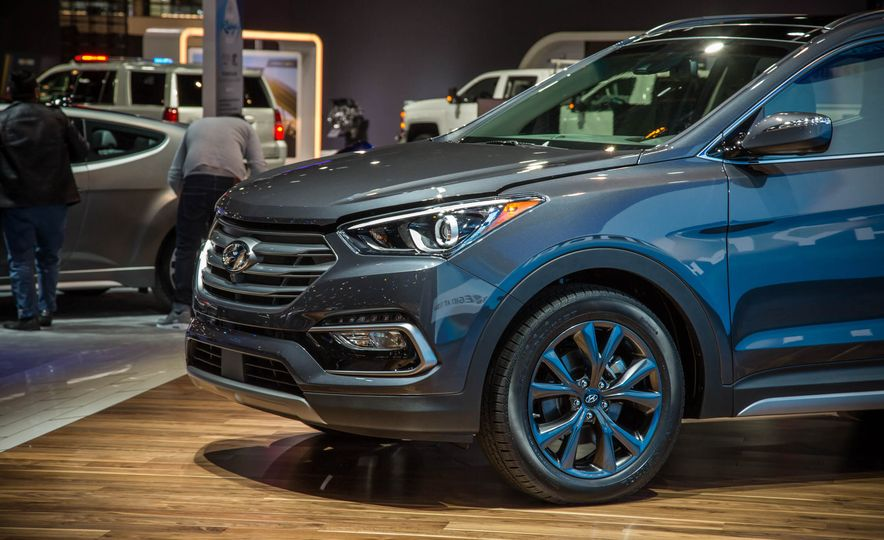 2017 Hyundai Santa Fe Sport - Slide 8