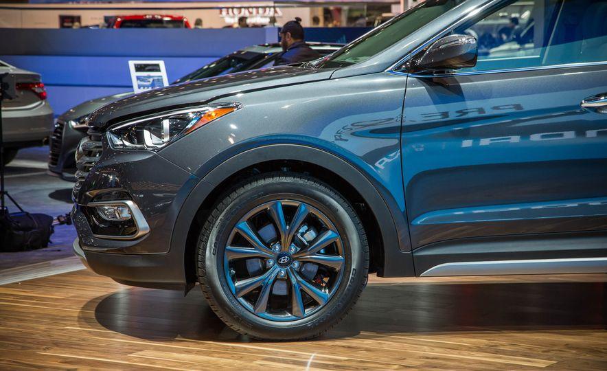 2017 Hyundai Santa Fe Sport - Slide 9