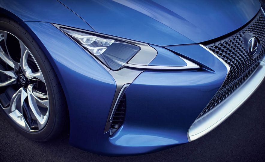 2018 Lexus LC500h - Slide 33