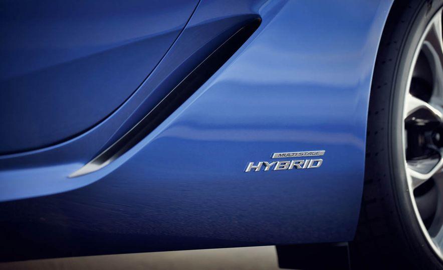 2018 Lexus LC500h - Slide 35