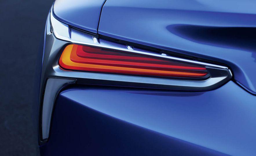 2018 Lexus LC500h - Slide 37