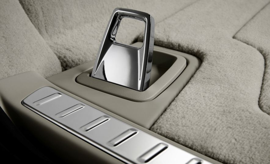 2017 Volvo V90 - Slide 45