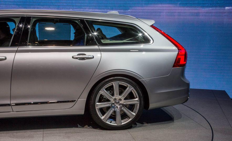 2017 Volvo V90 - Slide 12