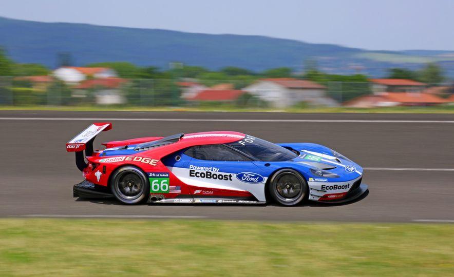 Ford GT race car - Slide 17