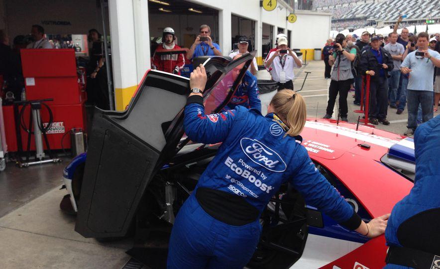 Ford GT race car - Slide 3