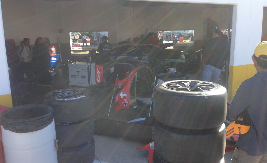 Ford GT race car - Slide 10