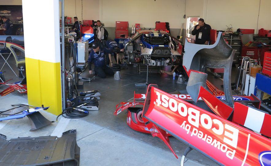 Ford GT race car - Slide 11