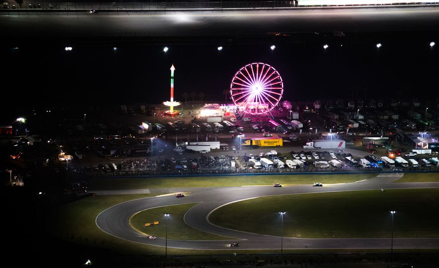 The 2016 24 Hours of Daytona in 40 Stunning Photos - Slide 16