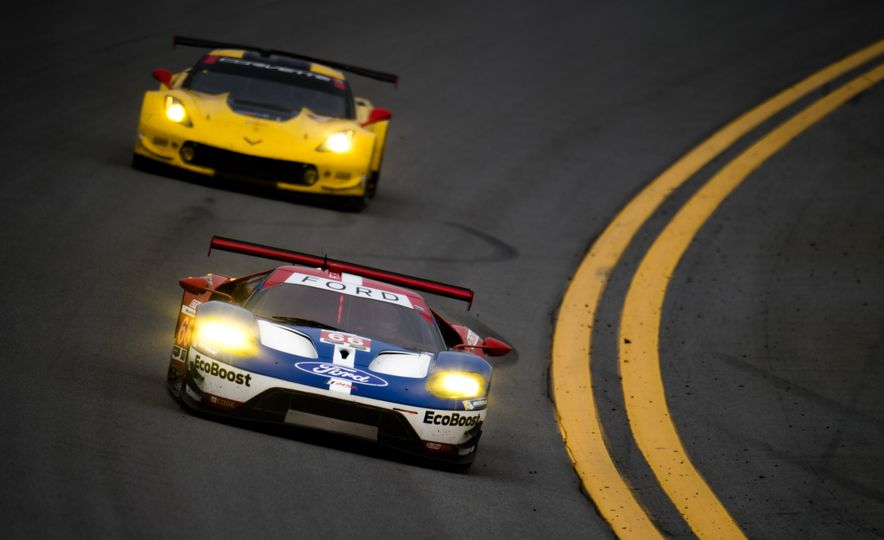 The 2016 24 Hours of Daytona in 40 Stunning Photos - Slide 13
