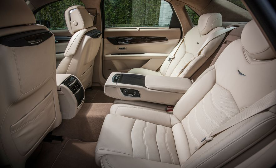 2016 Cadillac CT6 Platinum AWD - Slide 18