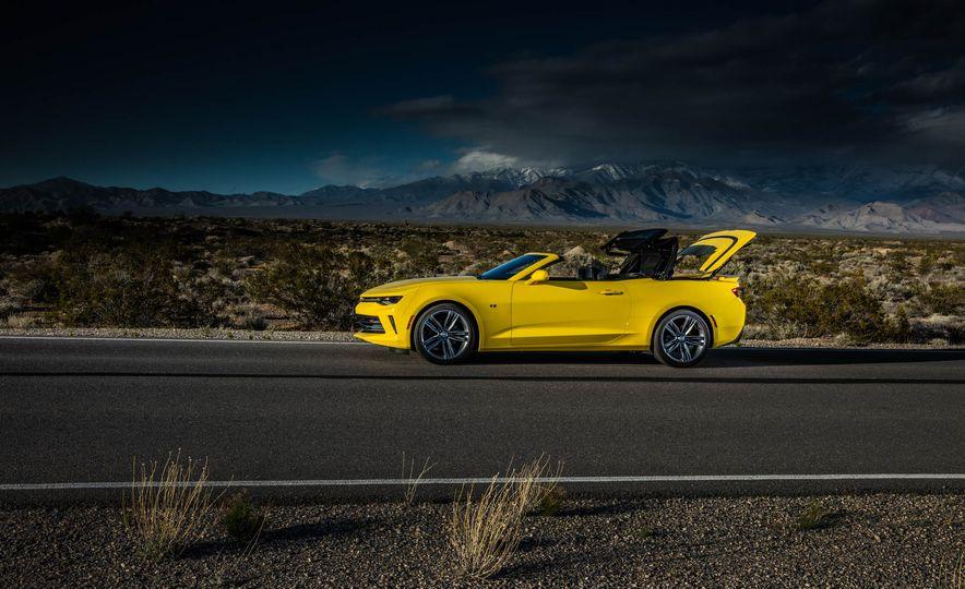 2016 Chevrolet Camaro SS convertible - Slide 17