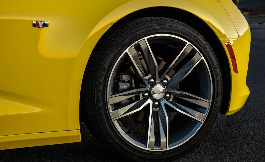 2016 Chevrolet Camaro SS convertible - Slide 24