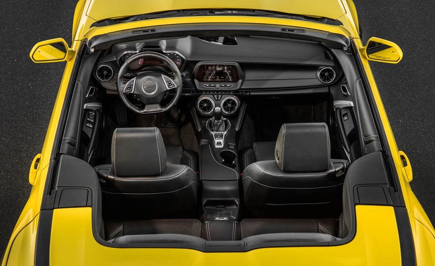 2016 Chevrolet Camaro SS convertible - Slide 28