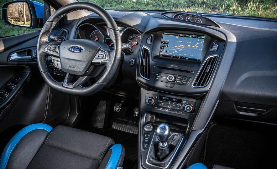 2016 Ford Focus RS - Slide 32