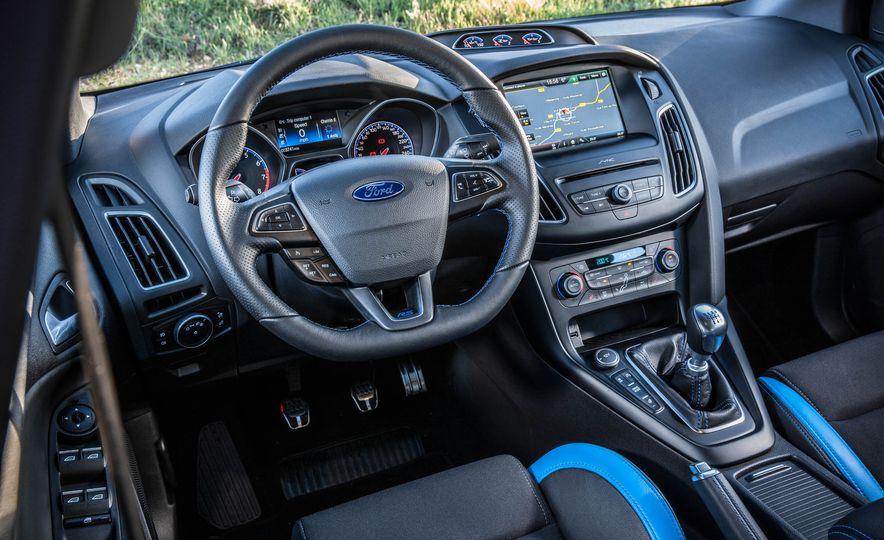 2016 Ford Focus RS - Slide 33