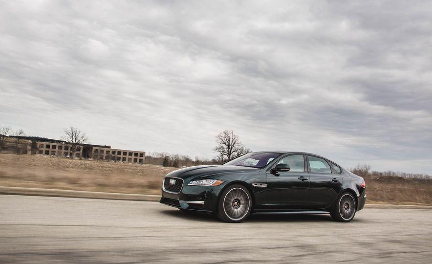 2017 Jaguar F-Pace S - Slide 21
