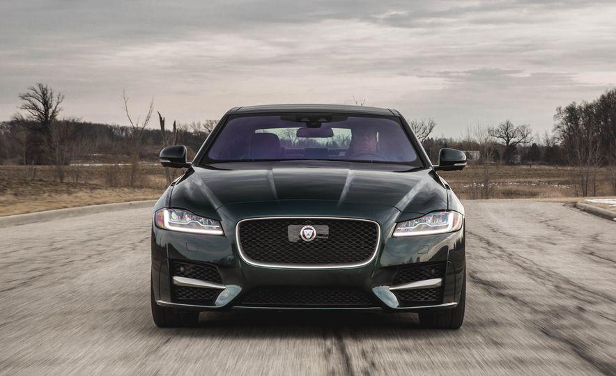 2017 Jaguar F-Pace S - Slide 22