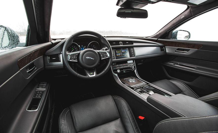 2017 Jaguar F-Pace S - Slide 24
