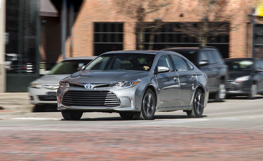 2016 Toyota Avalon hybrid - Slide 1