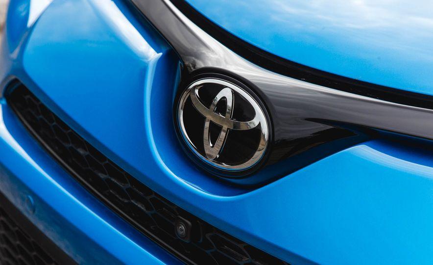 2016 Toyota RAV4 SE - Slide 17