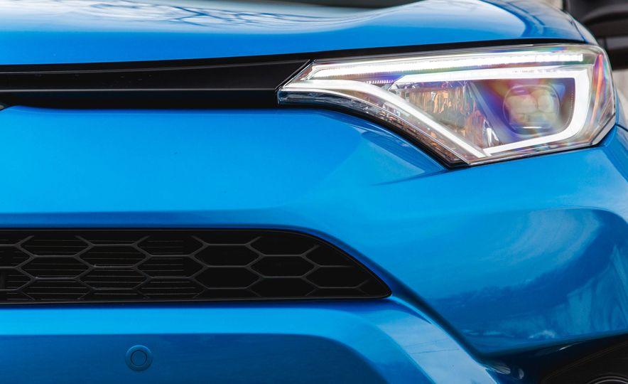 2016 Toyota RAV4 SE - Slide 18