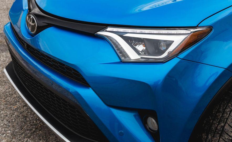 2016 Toyota RAV4 SE - Slide 19