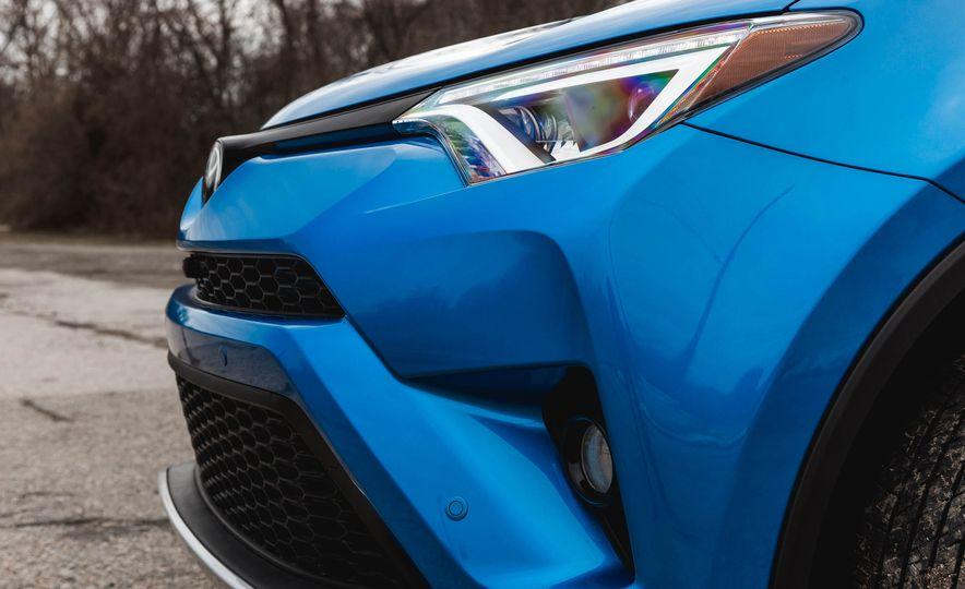 2016 Toyota RAV4 SE - Slide 20