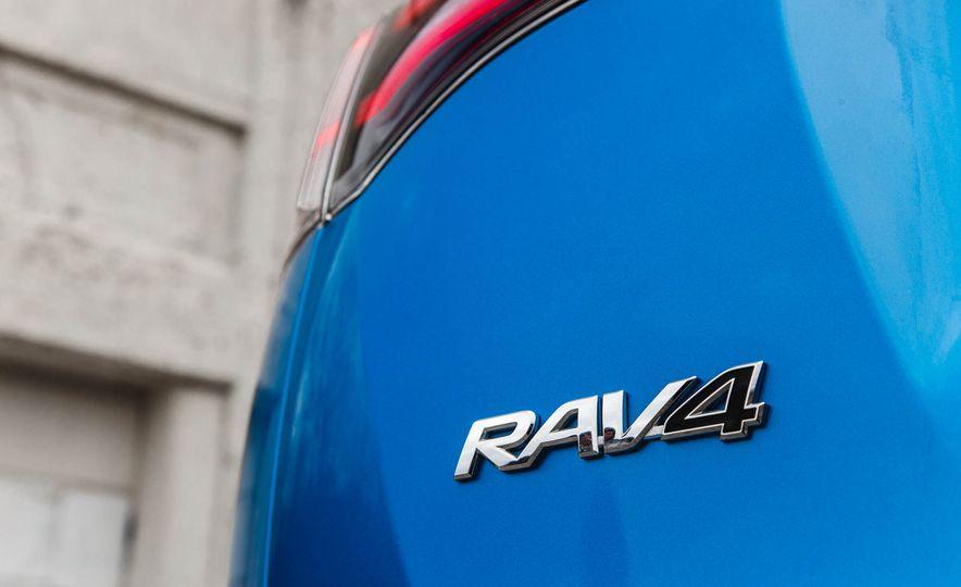2016 Toyota RAV4 SE - Slide 26