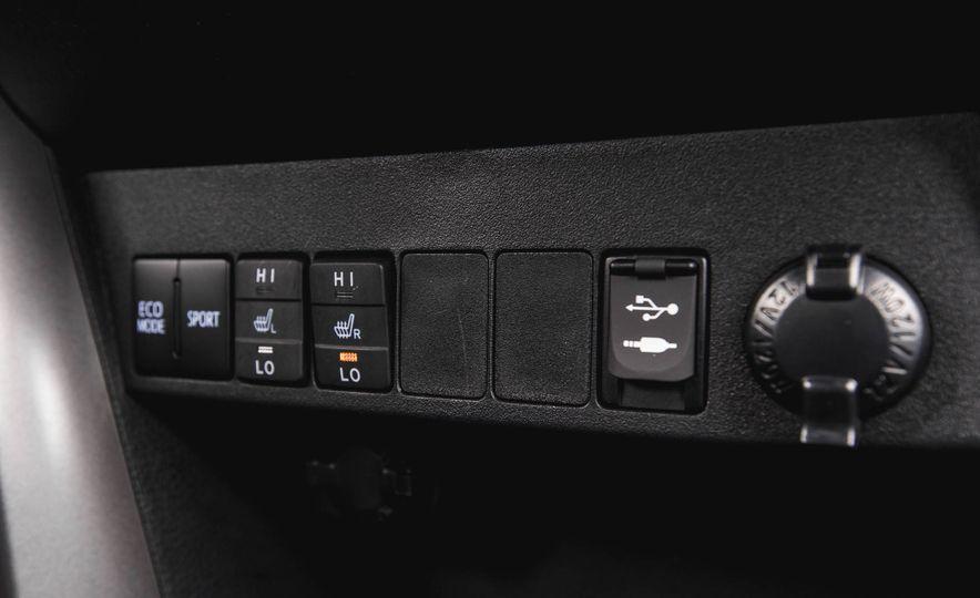 2016 Toyota RAV4 SE - Slide 43
