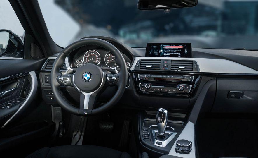 2017 BMW 330e iPerformance - Slide 13