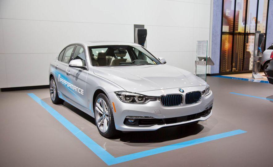2017 BMW 330e iPerformance - Slide 2