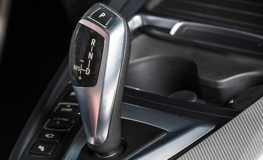 2017 BMW 330e iPerformance - Slide 15