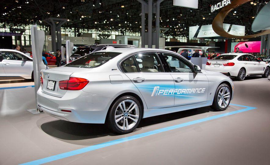 2017 BMW 330e iPerformance - Slide 4