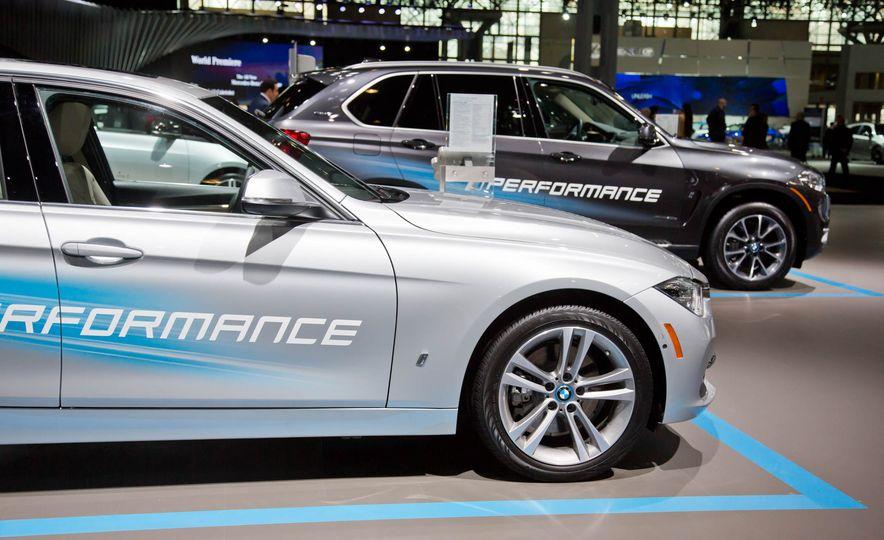 2017 BMW 330e iPerformance - Slide 5