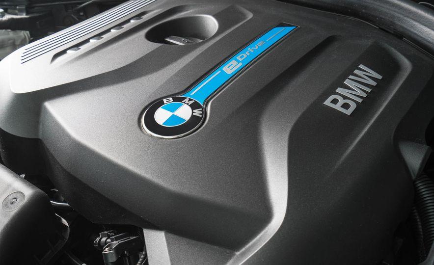 2017 BMW 330e iPerformance - Slide 17