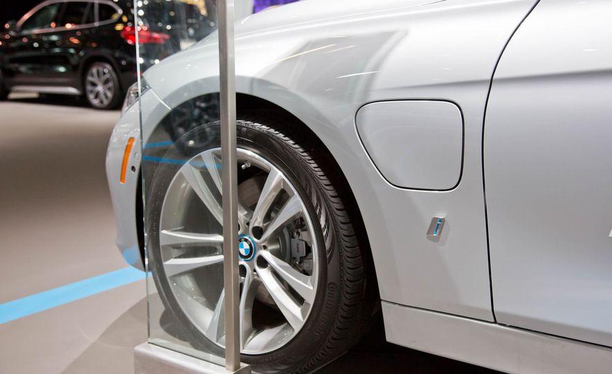 2017 BMW 330e iPerformance - Slide 6