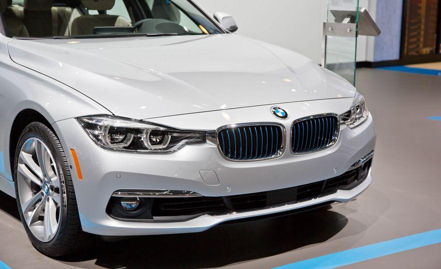 2017 BMW 330e iPerformance - Slide 7