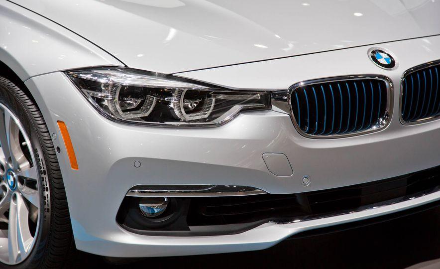 2017 BMW 330e iPerformance - Slide 8