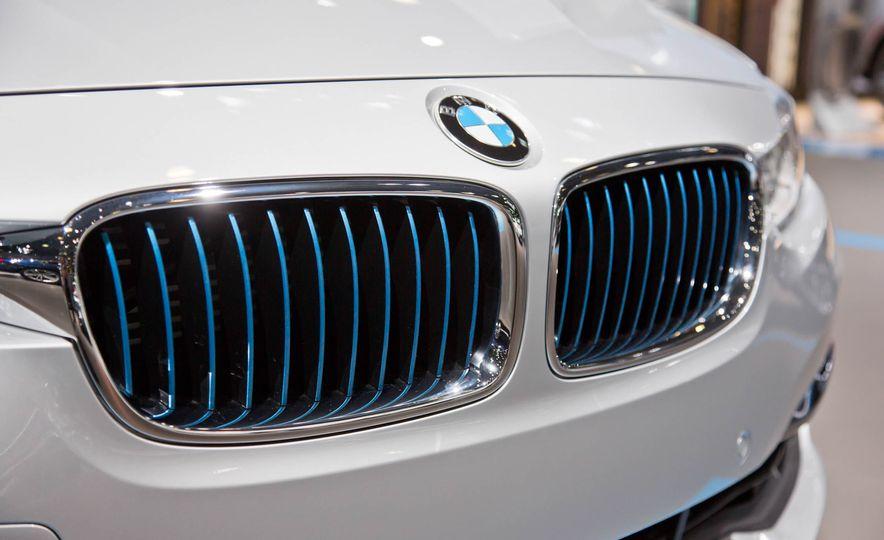 2017 BMW 330e iPerformance - Slide 9