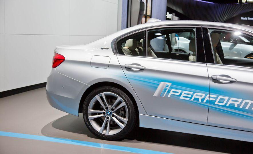 2017 BMW 330e iPerformance - Slide 10