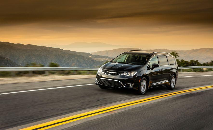 2017 Chrysler Pacifica - Slide 1