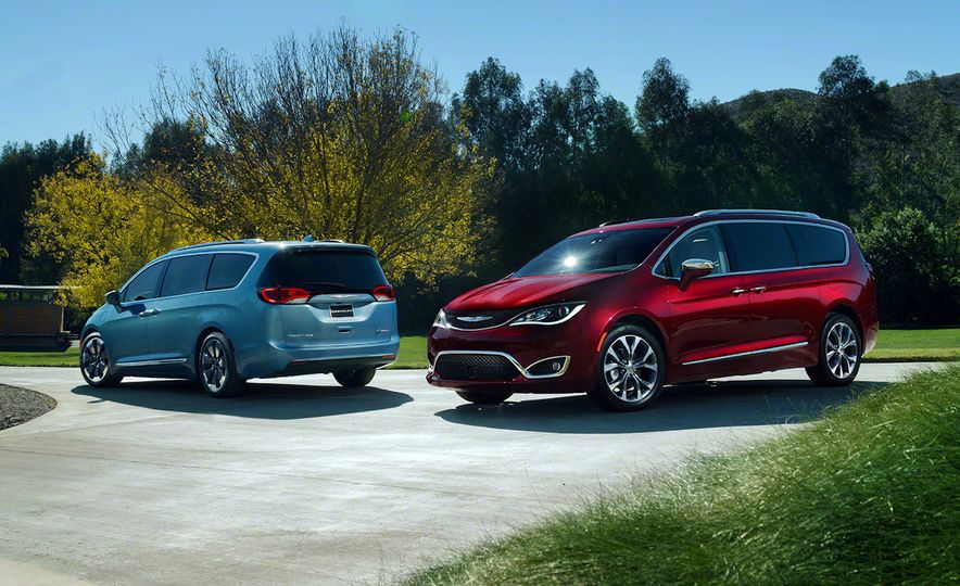 2017 Chrysler Pacifica and Pacifica plug-in hybrid - Slide 4