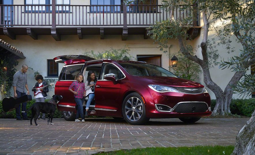 2017 Chrysler Pacifica and Pacifica plug-in hybrid - Slide 5