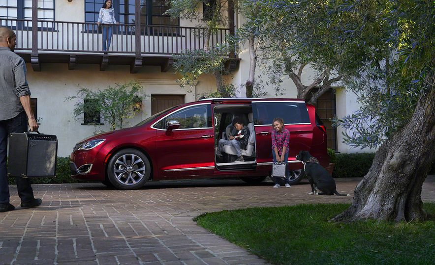2017 Chrysler Pacifica and Pacifica plug-in hybrid - Slide 9