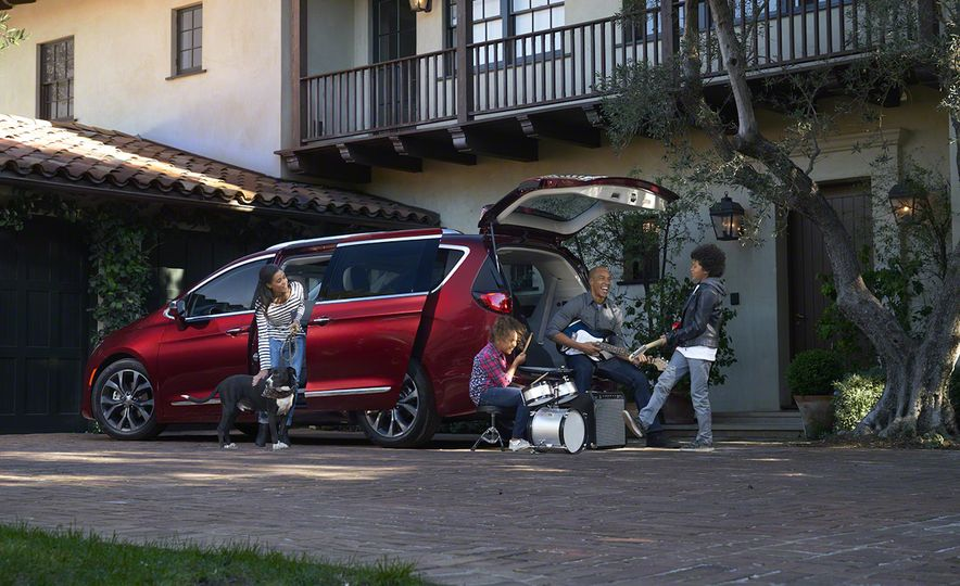 2017 Chrysler Pacifica and Pacifica plug-in hybrid - Slide 10